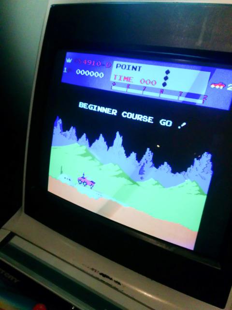 ゲーム『ムーンパトロール』のゲーム画面